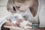 Pflege eines Neugeborenen